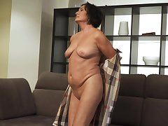 Horny mature lady is brim about to have some fun and she is a nice masturbator