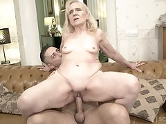 Thick bottomed GILF fucks at one that's younger than her