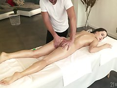 Sexy babe Sasha Sparrow is fucked anally probe a running body massage