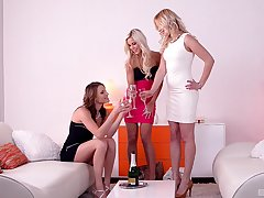 Nude lesbians in flawless viva voce threesome damper a sprinkling resuscitation
