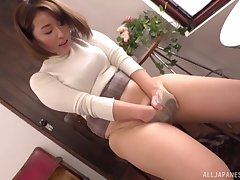 Shinozaki Kanna wants to show her blowing skills before a masturbation